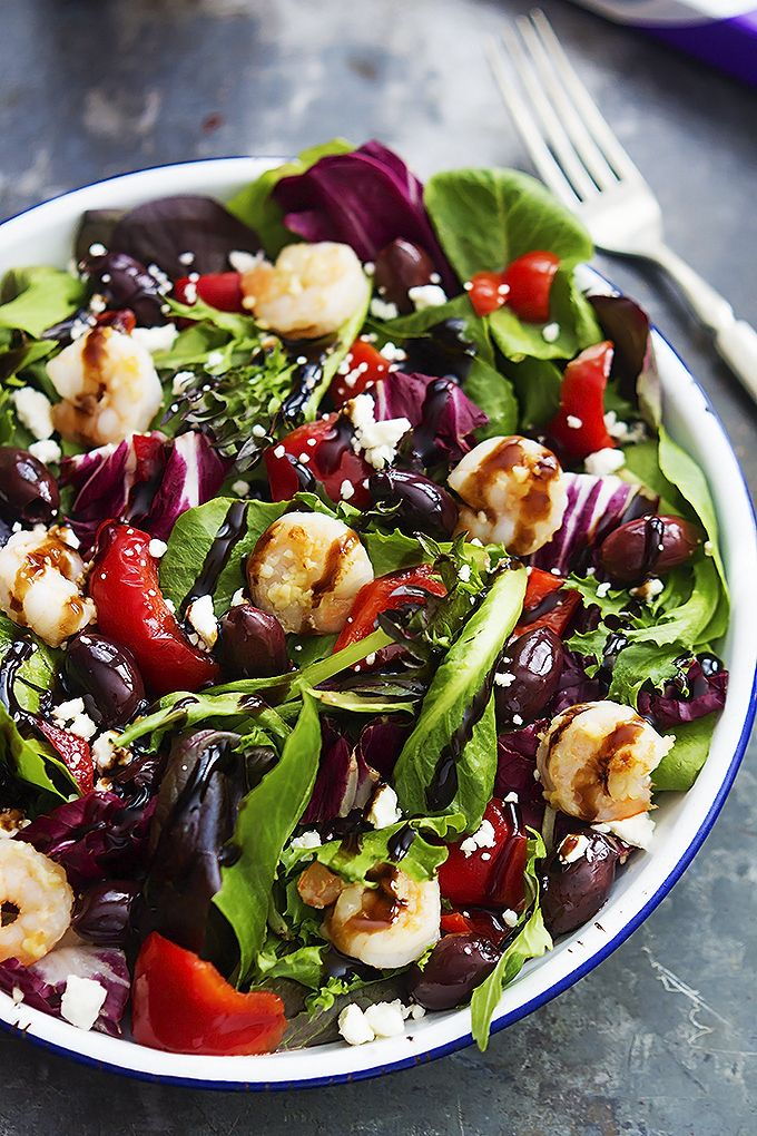 Mediterranean Garlic Shrimp Salad - This gorgeous salad is topped with garlic sautéed #shrimp, red peppers, kalamata olives, feta cheese, and balsamic dressing!