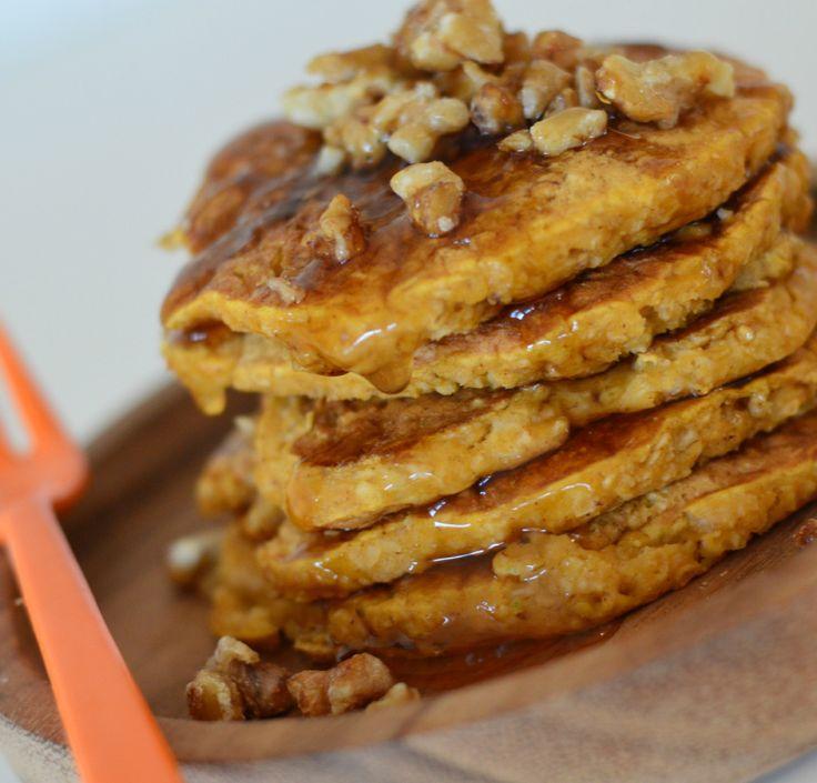 Saftige gresskar-pannekaker med sirup og karamelliserte valnøtter (Bakekona)