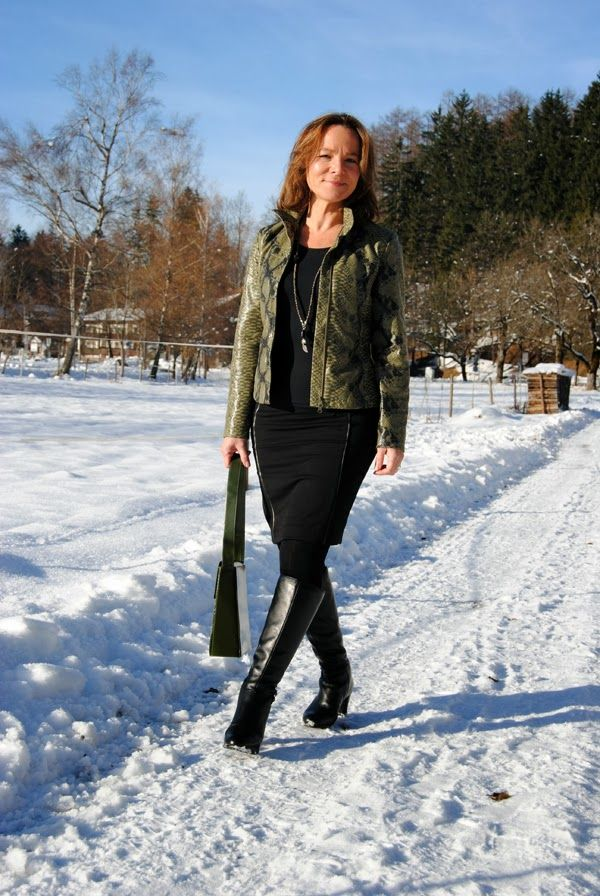snow single mature ladies Snow lookbook fitness lookbook our backpacks and rucksacks are designed with lots of pockets and multiple compartments for you to take advantage of.
