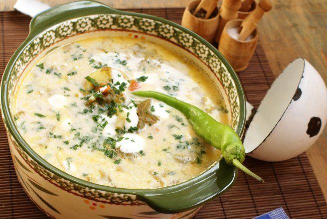 Retete Culinare - Ciorba de loboda cu zeama de varza, leustean, iaurt si smantana