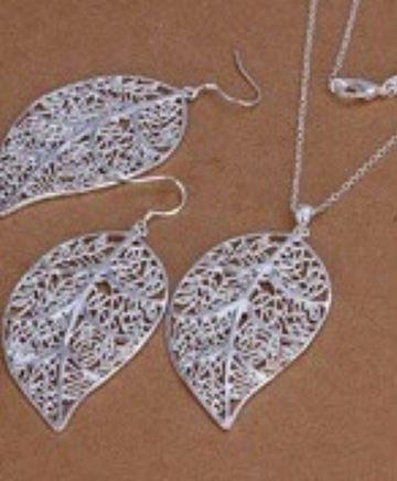 cena 37,20 Koszt wysyłki gratis nr art 712 Korean Style Pierścionek Naszyjnik kształt liści Exquisite Hollow 925 wisiorek Biżuteria posrebrzana Ustaw miły prezent dla dziewczynhttps://www.facebook.com/sprzedaz.zamosc.lublin.rzeszow
