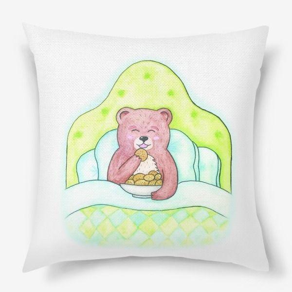 Подушка «Медвежонок ест печенье в кровати»