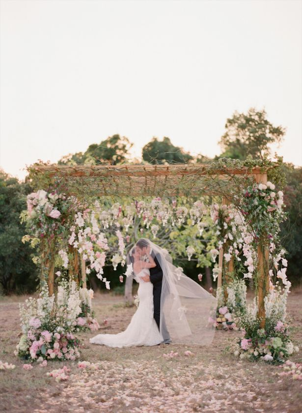 Do you have any ideas to decorate your wedding ceremony? Well, to get you inspired we got together some truly gorgeous ideas.