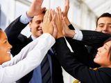 Werknemers in de ict-sector zijn het best bemiddelbaar op de arbeidsmarkt, personeel in het onderwijs en in de maatschappelijke dienstverlening zijn het minst courant. De lage bemiddelbaarheid in de nonprofitsector wordt vooral verklaard door de gemiddeld hoge leeftijd. Dat blijkt uit onderzoek door marktonderzoeker Intelligence Group in Rotterdam.