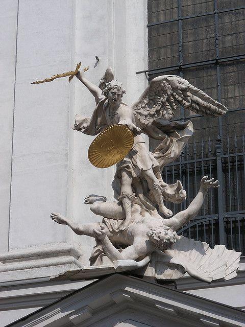 Arcángel Michael, venciendo a las legiones del mal. Vienna, Austria.
