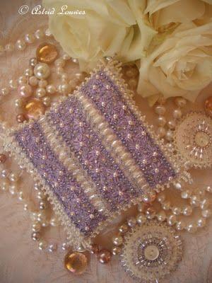 Magical World: Paars kussentje met banen paars lint
