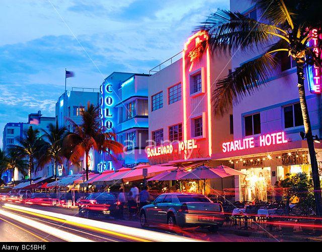 South Beach Miami, restaurants at night on Ocean Drive, Art Deco hotels © Cosmo Condina / Alamy