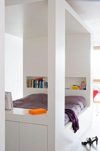 baldaquin moderne + rangements caches... Retrouvez également toute une sélection de meubles sur www.shopwiki.fr !  #lit_baldaquin #meubles #rangement #chambre #maison