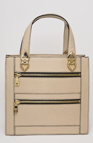 Love Moschino bag Ecru bag with outter zipper pockets, golden metallic hearts, inner pockets. 25 cm width. 100%LEATHER Code: JC4111PP1JLQ0