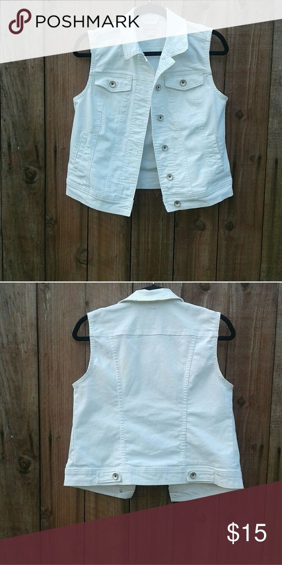 WHITE JEAN VEST JEAN VEST WORN ONCE Merona Jackets & Coats Vests