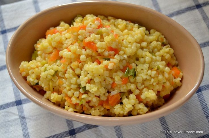 Cuscus cu legume - tarhana sau razalai cum li se mai zice pe la noi. Calite cu morcov, pastarnac, praz sau ceapa verde si stinse cu supa de pui sau cu apa.
