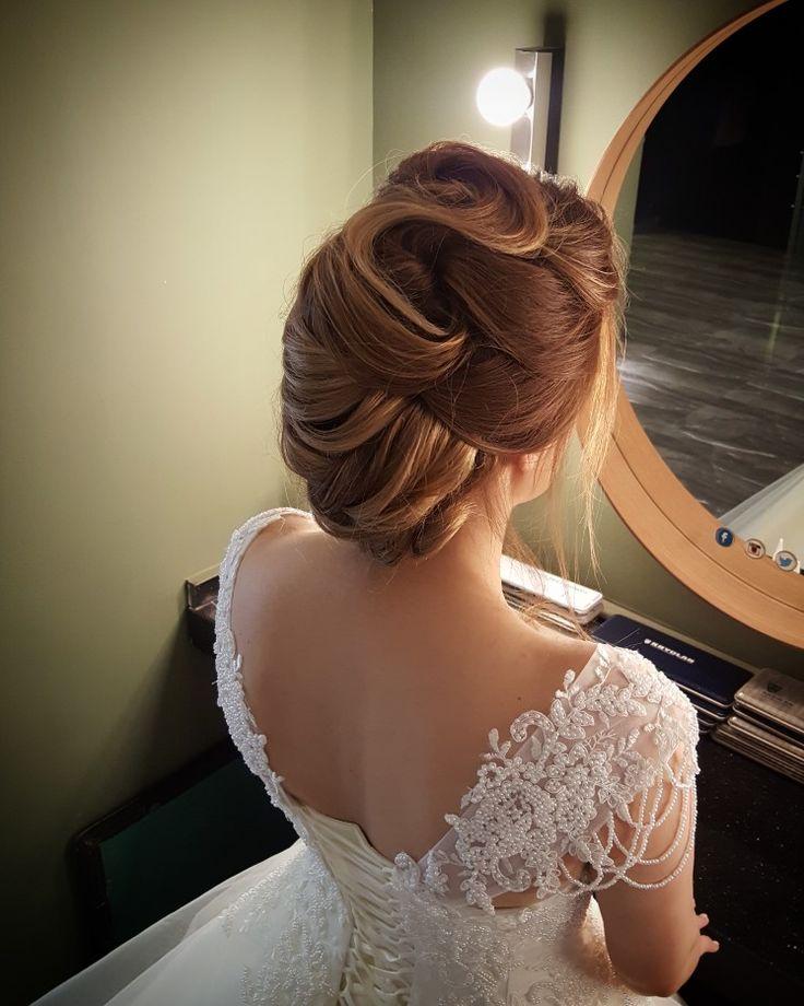Romantik gelin saçı http://www.basakkuaformakyaj.com/