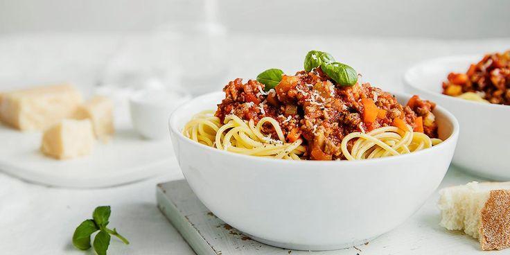 Hemmeligheten bak en ekte spagetti bologenese ligger i sausen. Oppskrift på vegetar spagetti bolognese - du kommer ikke til å merke forskjell.