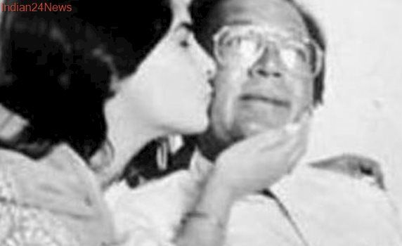 Twinkle Khanna shares an adorable throwback picture on Rajesh Khanna's fifth death anniversary