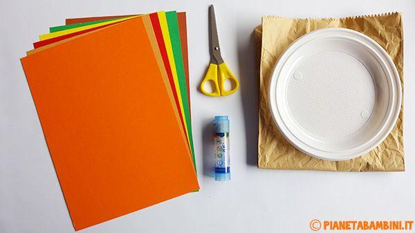 Materiale albero autunnale di carta