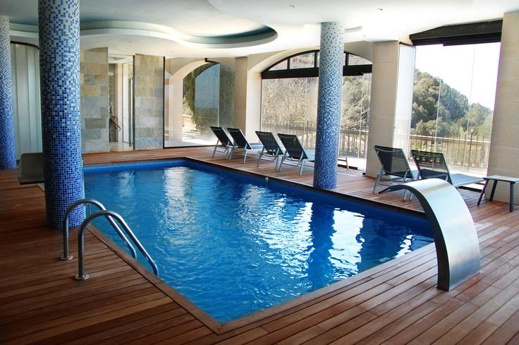 Nuestra piscina cubierta: vistas privilegiadas a la temperatura perfecta. #Mallorca (Balearic Islands, Spain). Enjoy your stay in #Mallorca in our charming hotel, a typical Catalonian country house, at the foot of the Puig de Randa. http://www.esrecoderanda.com/