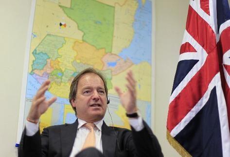 Hugo Swire, ministro británico, afirma que el Reino Unido está interesado en fomentar la inversión en Guatemala.