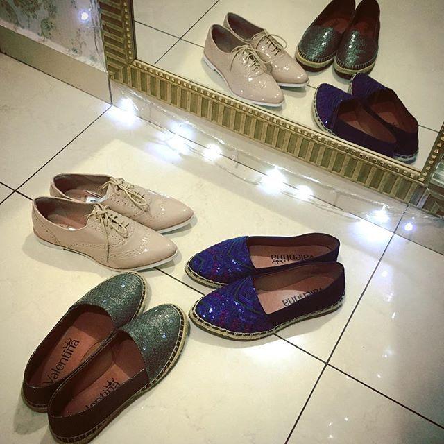 Nada me deixa mais feliz que um sapato novo ❤️ confesso que é meu vicio, e meu fraco! Eu não resisto! Toda vez eu penso, chega de sapato, mas aí eu dou de cara com fofuras como essa, e me diz? Como resistir?! Rs #sapatos #shoes #vicio #amo #oxford #alpargatas #brilho #fofo | SnapWidget