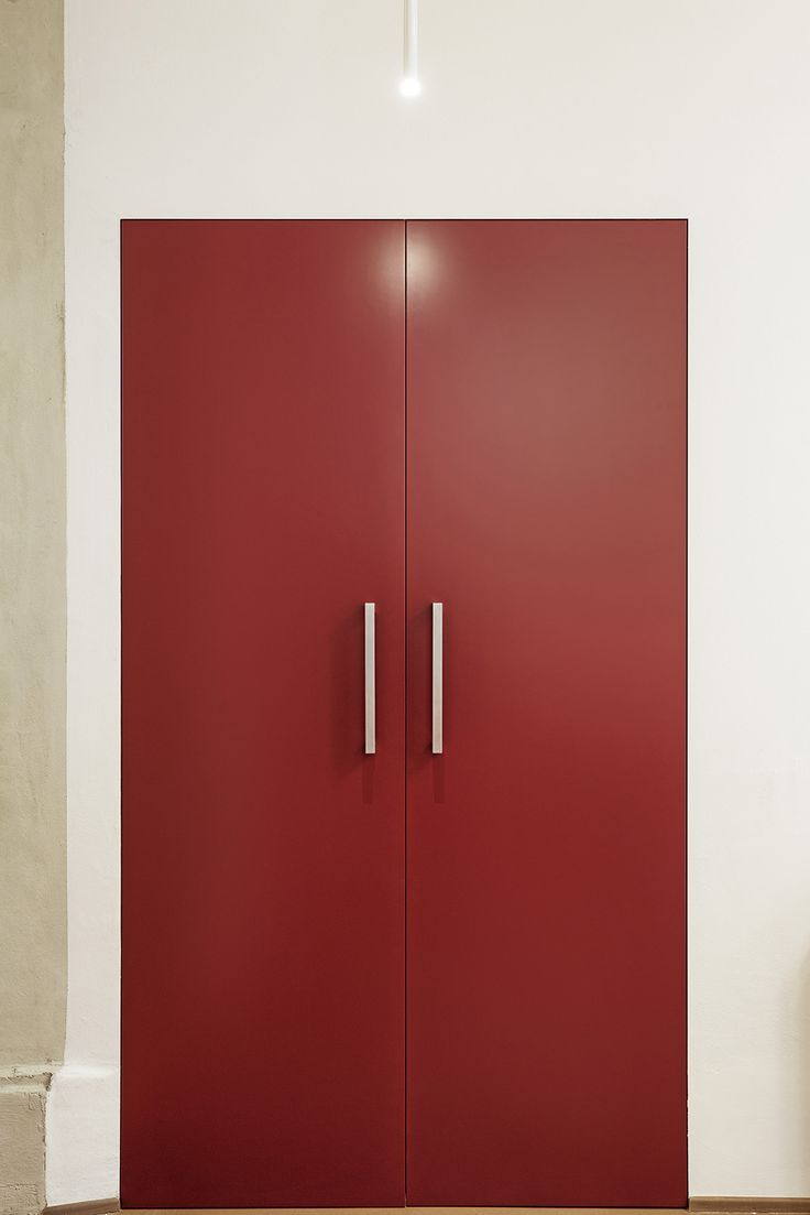 Linvisibile Alba Filo 10 Hinged door double leaves, red lacquer  #internaldoors #invisibledoors #designdoors #showroom