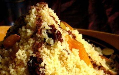 """Cous cous alla frutta secca - Golosa ricetta etnica per cucinare un dolce a base di cous cous e frutta secca, ottimo per concludere una cena """"etnica"""" oppure come merenda energetica per i bambini"""