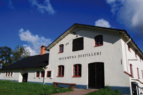 """Du missar väl inte Mackmyradagen nästa lördag den 20/05! http://mackmyra.se/mackmyradagen2017/?accept=yes&utm_content=bufferedb0c&utm_medium=social&utm_source=pinterest.com&utm_campaign=buffer  """"Under Mackmyradagen är hela Whiskybyn öppen och du är varmt välkommen in bakom kulisserna för att se hur destilleriet fungerar, hur det går till i röken när Håkan röker malt och hur våra lager ser ut på insidan. I whiskytältet har baren öppet hela dagen.""""    #Mackmyradagen #Whiskey #Whisky #Sverige…"""