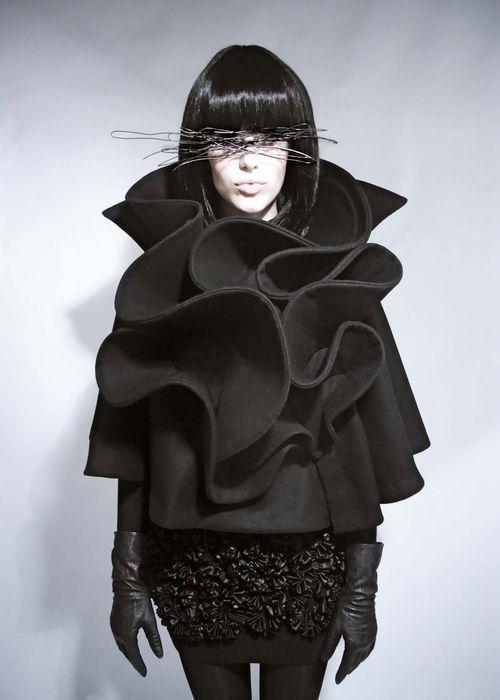 Sculptural Ruffles, Cape with contoured ruffle structure; 3D fashion // Mayaluz #art