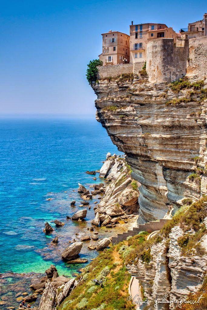 Bonifacio in Corsica, France parang nakakatakot naman anytime pwede mahulog.. whahaha praning lang but i want to experience this kind of house. Bucketlist#27