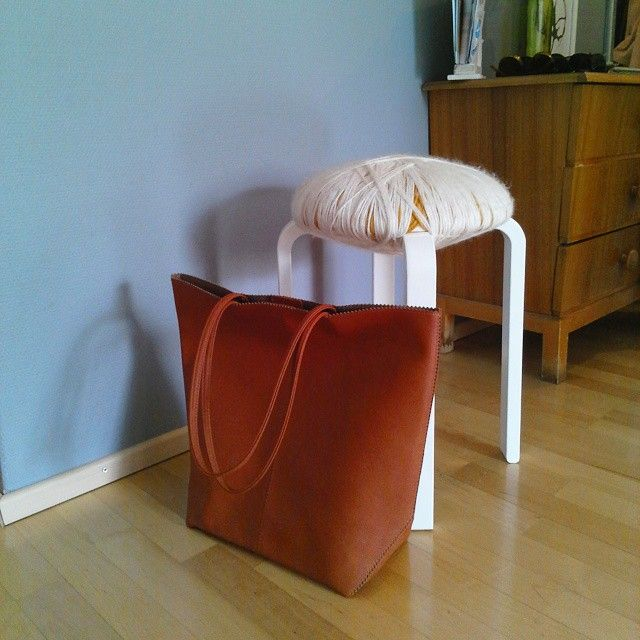 New Lindex cognac shopper bag was tested in real action today: perfect fit for 8 cans of beer and 1 bottle of champange!