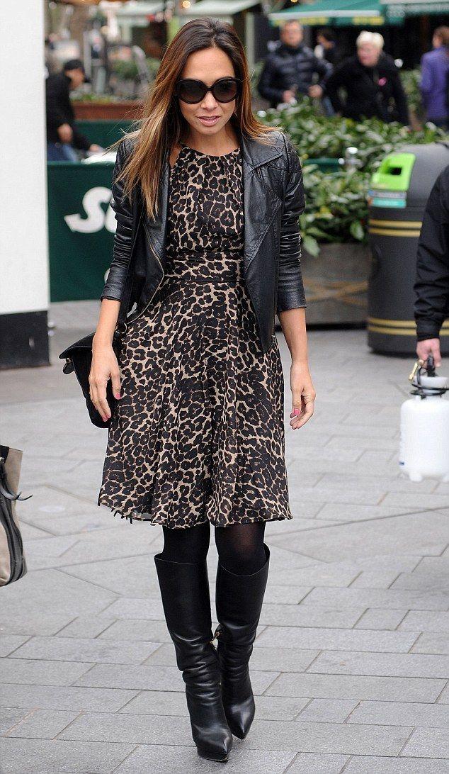Черная куртка и сапоги к платью с леопардовым принтом