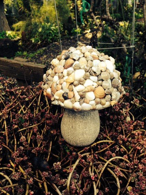 Hey, I found this really awesome Etsy listing at https://www.etsy.com/listing/507548969/shell-mushroom-statuary