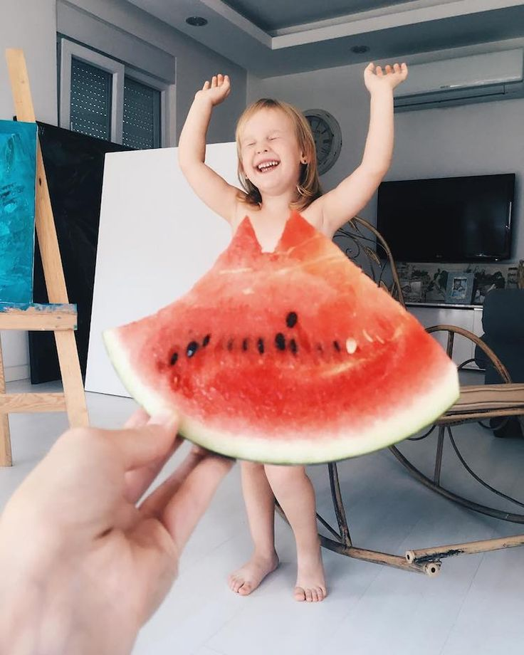 Mom Alya Chaglar and her adorable 3-year-old daughter Stefani create amusing optical illusion photos together.