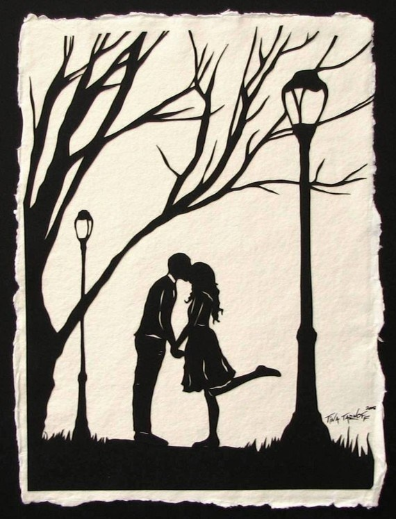 lamp post kiss