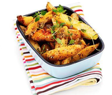 Är du en av många som gillar klyftpotatis bara måste du testa denna variant där nötig sparrispotatis bakas i ugn med vitt vin, dijonsenap, örter och vitlök. Toppen till grillat!