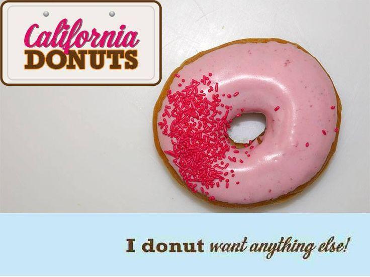 """Με καταπληκτική θέα,παραλίες και έντοναδραστήρια καλλιτεχνική ζωή, πώς θα μπορούσε η αστική Santa Barbara να μην περιλαμβάνεται στη συλλογή των """"California Donut""""; Το """"Santa Barbara Dοnut"""" έχει επικάλυψη φράουλας και θυμίζει κάτι από την διάσημη Fiesta Rose Bowl με τα κορίτσια των λουλουδιώνστους δρόμους και τα αμέτρητα πυροτεχνήματα στον ουρανό. Κλείσε τα μάτια σου και φαντάσου ότι βρίσκεσαι στην «Αμερικανική Ριβιέρα»."""