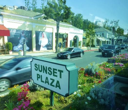 Sunset Plaza has high end boutiques, as well as, wonderful outdoor cafes like Cafe Med, Le Petite Four, and Chin Chin | West Hollywood