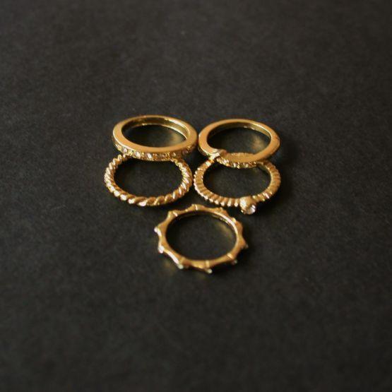 Se vores store udvalg af enkle, simple, unikke og sjove smykker, priser fra 19 kr.