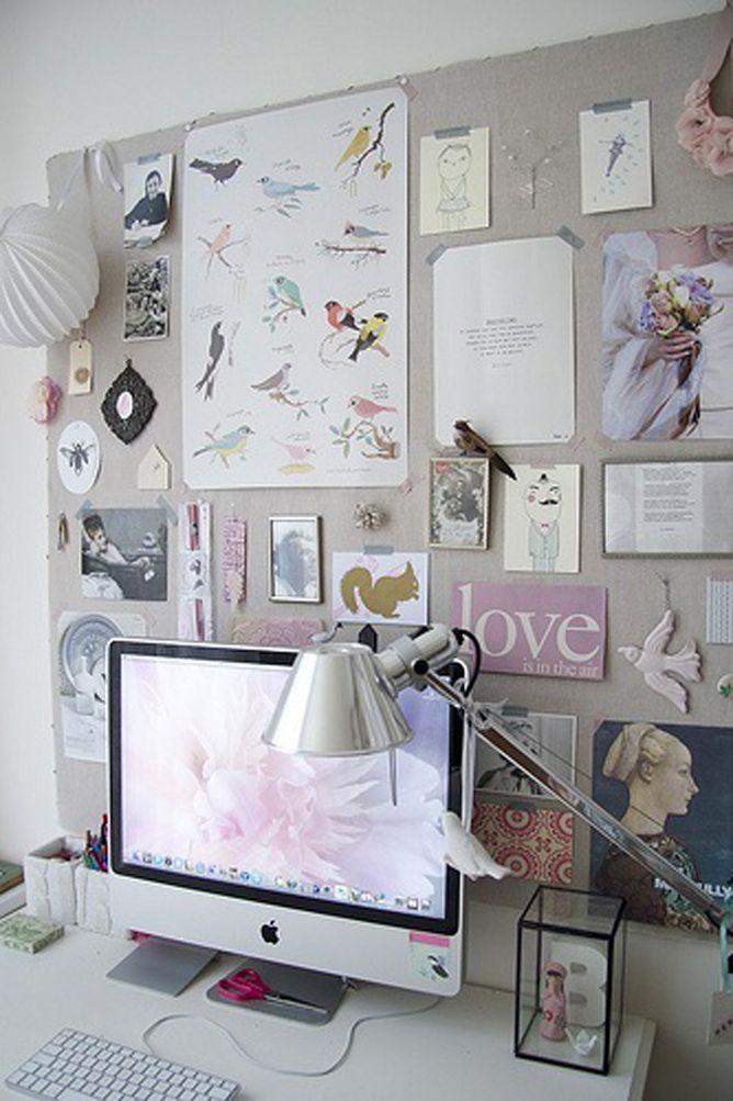 Thesweetlifelover: Un grande vaso bianco per i bracciali, fiori freschi e cuscini bianchi.