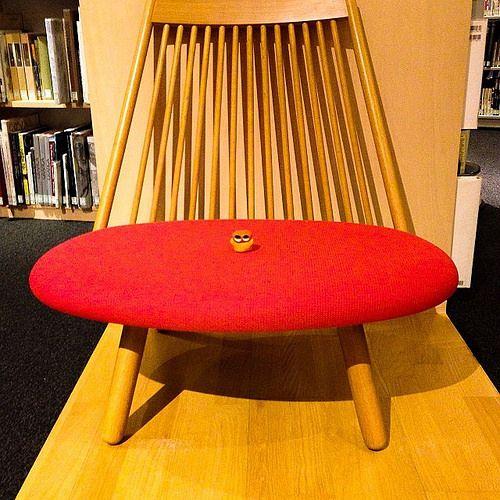 Invade red warm chair! #mizumushikun #cute #funny #chair #furniture #design #art