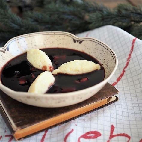 Heimatküche: Fliederbeersuppe mit Grießnocken