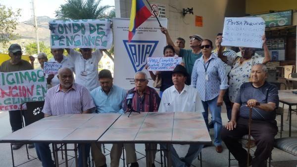 Jubilados de Pdvsa exigen pagos de pensiones retrasados desde 2016 -  Este viernes 9 de marzo, jubilados de Petróleos de Venezuela S.A. (Pdvsa), aclararon en rueda de prensa que aproximadamente 26 mil ex trabajadores de la estatal de los hidrocarburos, no reciben sus pensiones con regularidad desde el 2005, aunque en la actualidad reclaman es el pago de 2016. Al ... - https://notiespartano.com/2018/03/11/jubilados-de-pdvsa-exigen-pagos-de-pensiones-retrasados-desde-2016/