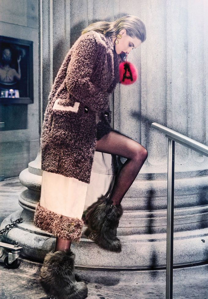 Линдси Виксон (Lindsey Wixson) появилась на обложке декабрьского Vogue Korea.