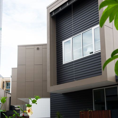 Scyon Matrix has been used alongside Scyon Linea™️, creating a visual tension between an industrial aesthetic and classic weatherboard look