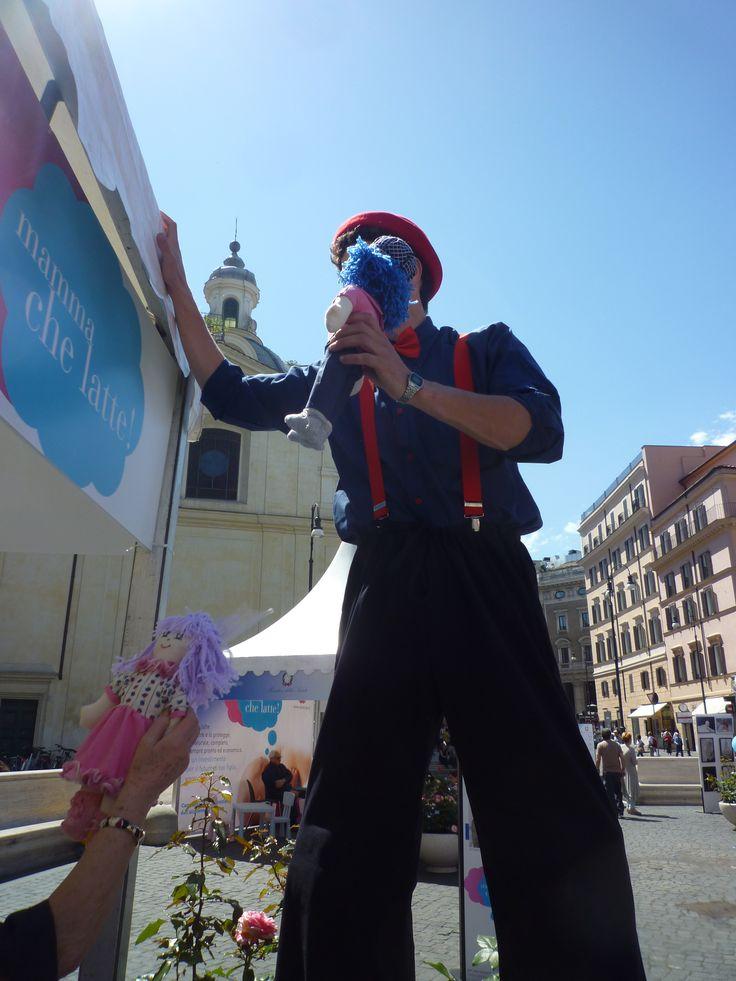 Piazza San Silvestro invasa dalle Pigotte dell'UNICEF