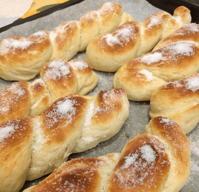 Treccine – Morbide brioches ricoperte di zucchero