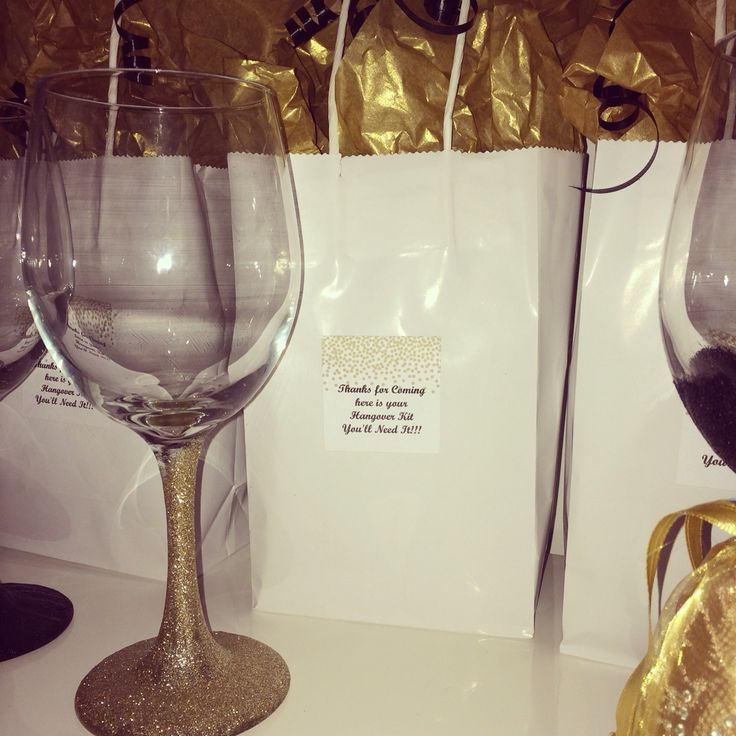 Glitter wine glasses for party favor for bachelorette party