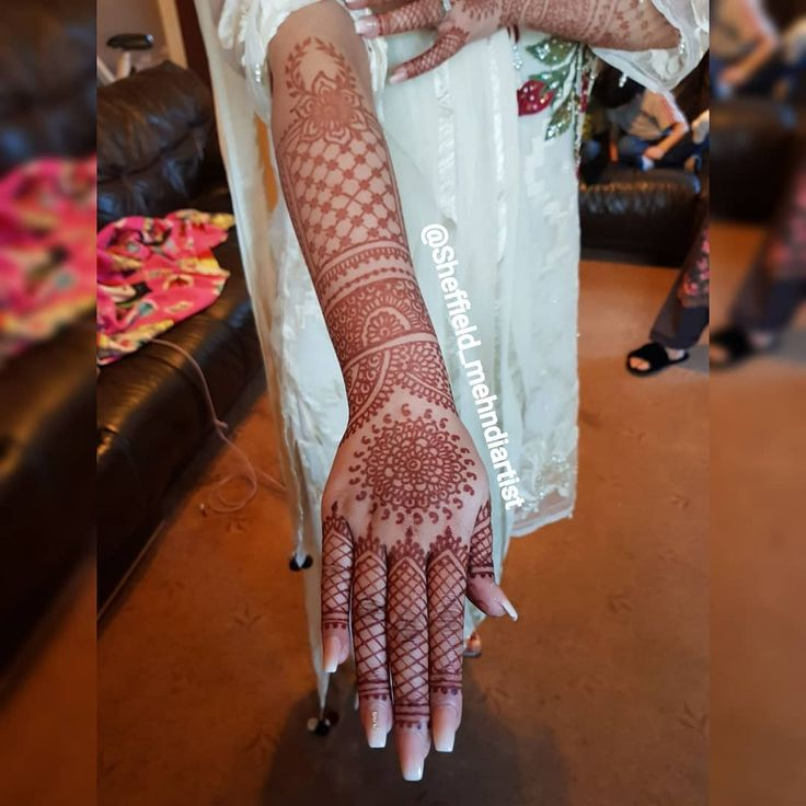 Recent picture shared by my newly wedded bride.  Allahummah bareek.  Should go more dark by day or two..   Dm for any enquiries or booking.  #intricate #bridal #bride #partyhenna #bridalhanna #bridalmehndi #mehndiartist #mehndidesign  #pakistanibride #natural #homemade #henna #bodyart #intricatehenna #mehndi #hennaart #henna #hennadesign #SheffieldMehndi #sheffield_mehndiartist #SheffieldMehndiartist #Sheffield #uk #zukreat #jaguatattooart #lookamillion #mummillion #mehndi ##mehndidesign…