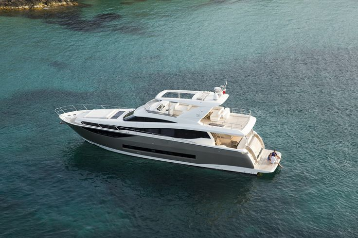 The Prestige Yachts 750 has a graceful and slick design.   www.prestige-yachts.com/luxury-yachts/PRESTIGE-750.html