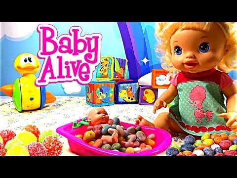 ❤ Кукла пупсик беби элайв baby alive купается в конфетах купаем в ванной...