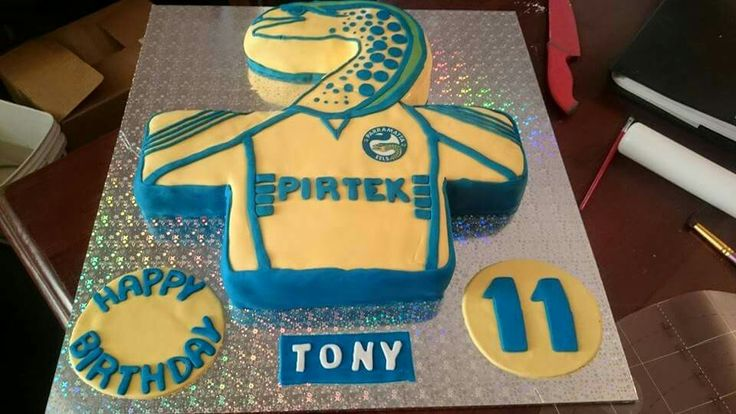 Nrl jersey Parramatta cake inside was blue and rainbow for part and blue and yellow checker for the rest