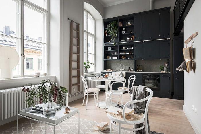 Шведская квартира 41м² с огромными окнами и антресолью – Красивые квартиры